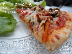 Pizza   Bolognaise – Merguez – Poivrons – Olives